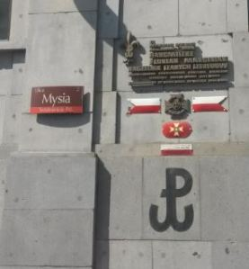 Wall plaque on ul. Mysia, in commemoration of a scoutmaster involved in the 1944 Uprising. Photo credit © Kelly Hignett.
